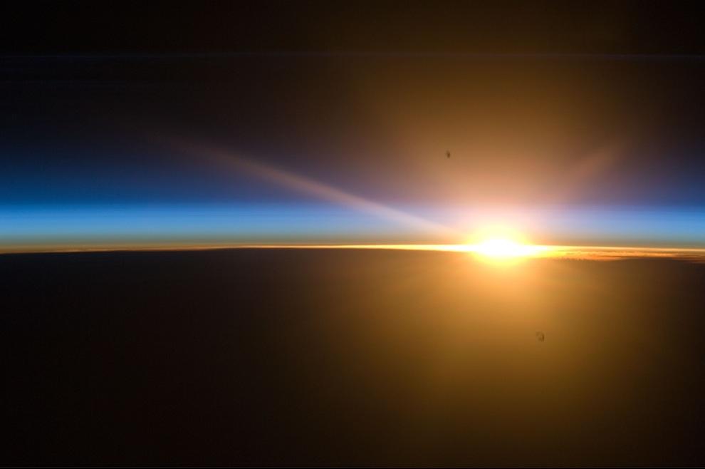 Kutup Mezosperik Bulutlarını görüntülemek için iyi bir mevsimdi diyen Wheelock, günbatımında ince bir katman halinde gece bulutlarını yakalamayı başardıklarını söylüyor. - 25 Haziran 2010