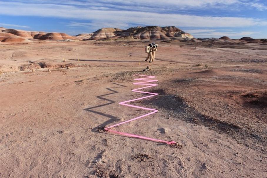 Utah Mars Çöl Araştırma İstasyonu'nda uzay giysilerinin test edilmesi. Photo: the Mars Society/ H. Mogosanu/ WSW2013 Mission to Mars Crew