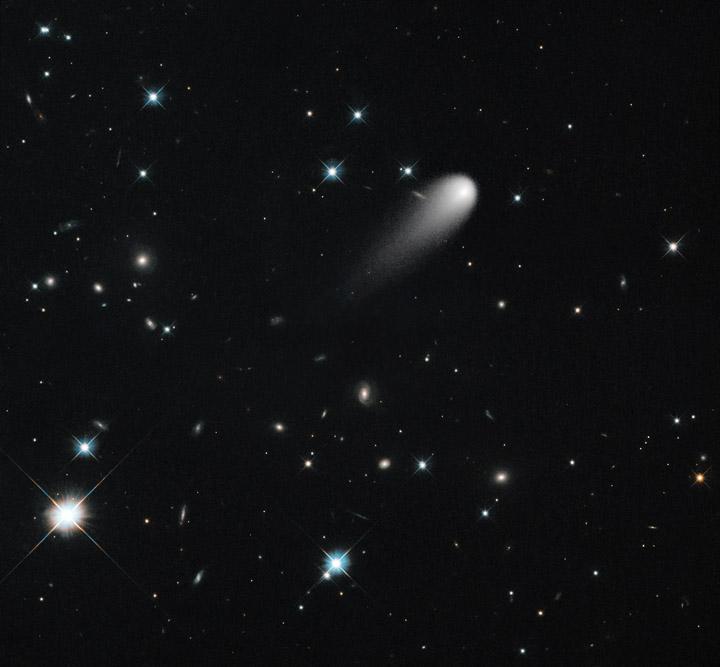 NASA'nın Hubble Uzay Teleskobu tarafından 30 Nisan 2013 tarihinde elde edilen ISON kuyrukluyıldızı görüntüsü. Credit: NASAHubble Space Telescope