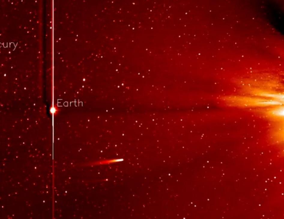 25 Kasım 2013'te SOHO tarafından elde edilen bu görüntüde Güneş'e doğru yol alan ISON kuyrukluyıldızı görünüyor.