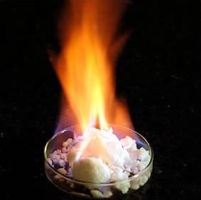 Yanan buz olarak ifade ettiğimiz metan hidrat parlamalarına ait bir görüntü.