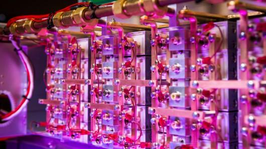 Bu yeni geliştirilen laser diyot dizisi 3.2 milyon Watt'lık laser gücü ile şimdiye kadar ki en güçlü laser diyottur.