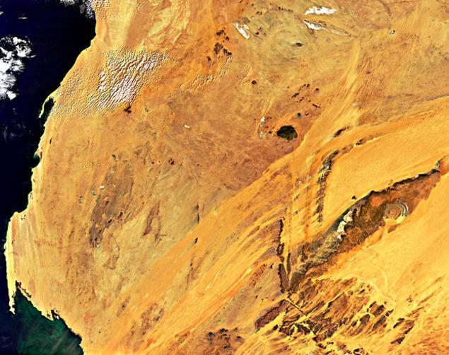 Sahra Çölü'nün içindeki Sahra'nın Gözü. Image credit: ESA