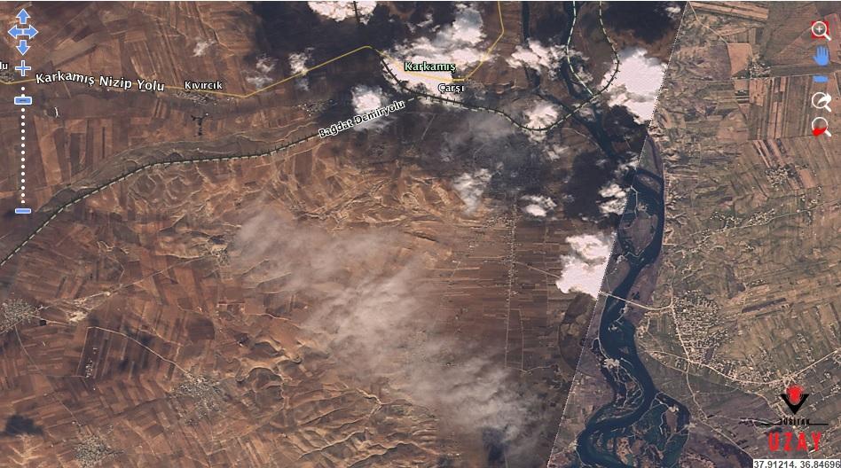 """Türk Silahlı Kuvvetleri'nin """"Fırat Kalkanı"""" operasyonunu icra ettiği bir Arap şehri olan Cerablus'a ait RASAT görüntüsü."""